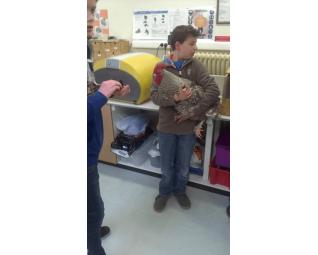 Daan en zijn Mechelse Koekoek voor de broedmachine Cosmo van Fiem